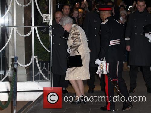 Hm The Queen and Elizabeth Ii 5