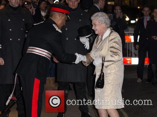 Hm The Queen and Elizabeth Ii 6