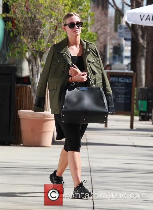 Ashlee Simpson leaving the gym