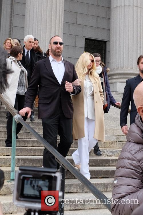 Kesha leaving the New York State Supreme Court