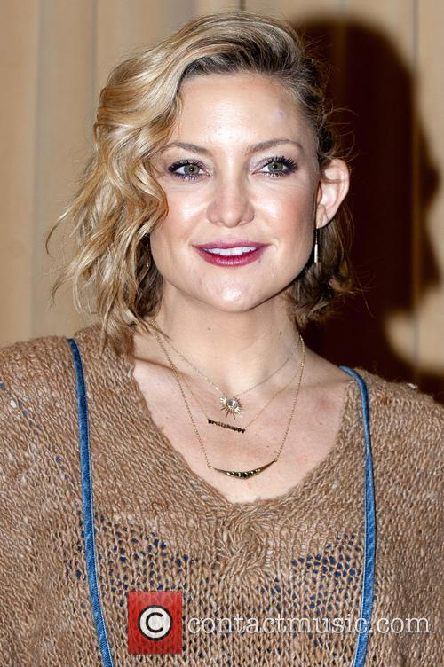 Kate Hudson signing of 'Pretty Happy: Healthy Ways...
