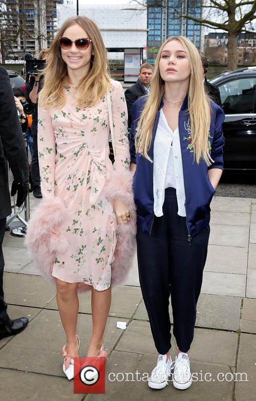 Suki Waterhouse and Immy Waterhouse 1