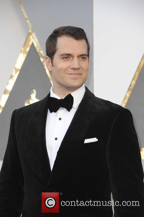 'Superman' Henry Cavill Doesn't Like Girls Hitting On Him In Front Of Girlfriend