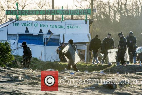 Calais 'Jungle' clearance work resumes