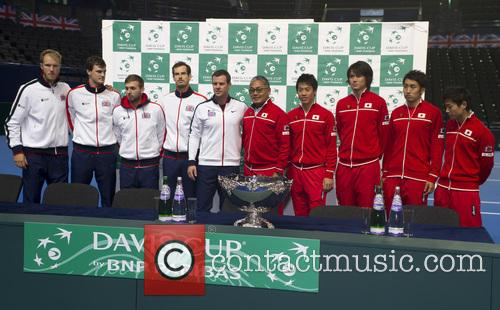 Dominic Inglot, Jamie Murray, Dan Evans, Andy Murray, Leon Smith, Minoru Ueda, Kei Nishikori, Taro Daniel, Yasutaka Uchiyama, Yoshihito Nishioka and (captain) 2