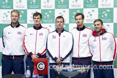 Dominic Inglot, Jamie Murray, Dan Evans, Andy Murray and Leon Smith 7