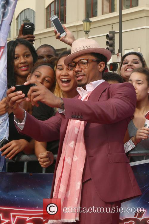 Nick Cannon and Fans 6