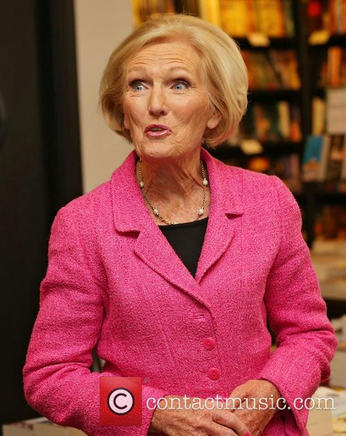 Mary Berry signs copies of her new cook...