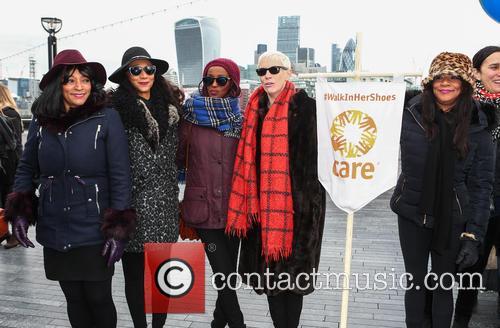 Sister Sledge, Joni Sledge, Debbie Sledge, Kim Sledge and Annie Lennox 3