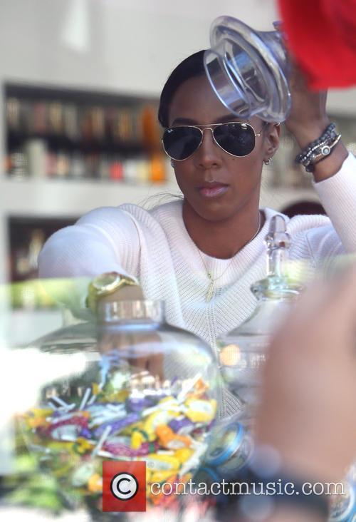 Kelly Rowland leaves Petrossian restaurant