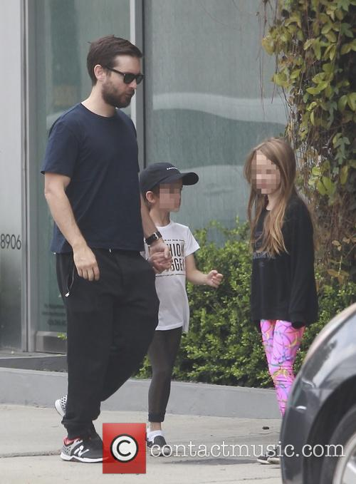 Tobey Maguire, Otis Maguire and Ruby Maguire 8