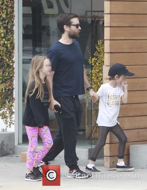 Tobey Maguire, Otis Maguire and Ruby Maguire 11