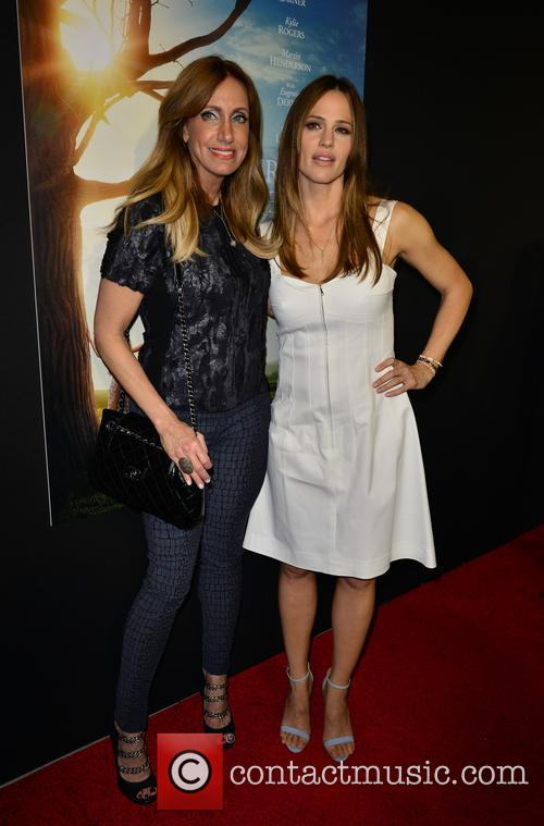 Lili Estefan and Jennifer Garner 2