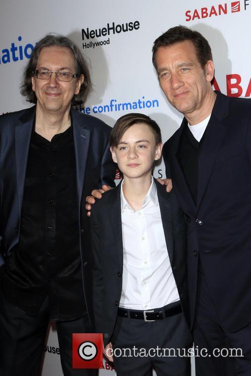 Bob Nelson, Jaeden Lieberher and Clive Owen 2