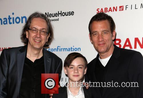 Bob Nelson, Jaeden Lieberher and Clive Owen 11