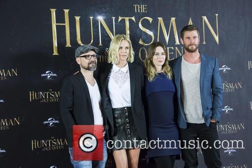 Cedric Nicolas-troyan, Charlize Theron, Emily Blunt and Chris Hemsworth 4