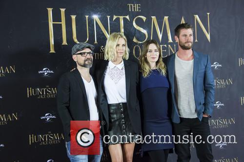 Cedric Nicolas-troyan, Charlize Theron, Emily Blunt and Chris Hemsworth 6