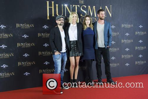 Cedric Nicolas-troyan, Charlize Theron, Emily Blunt and Chris Hemsworth 8