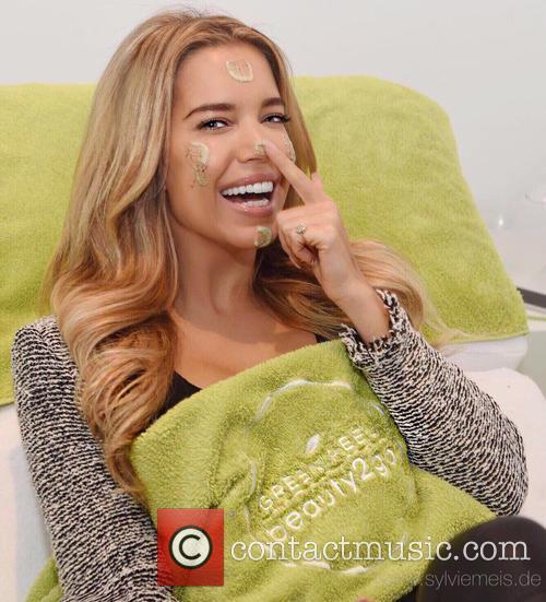 Sylvie Meis getting a Green Peel beauty2go facial...