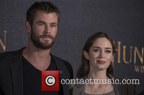 Chris Hemsworth and Emily Blunt 4