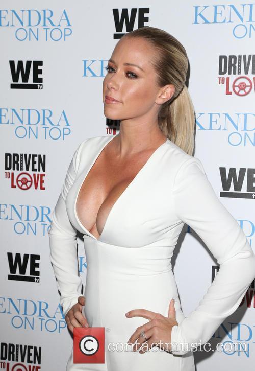 Kendra Wilkinson 4