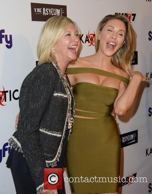 Olivia Newton-john and Chloe Lattanzi 10