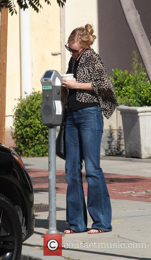 Kimberly Stewart seen carrying an ice cream tub...