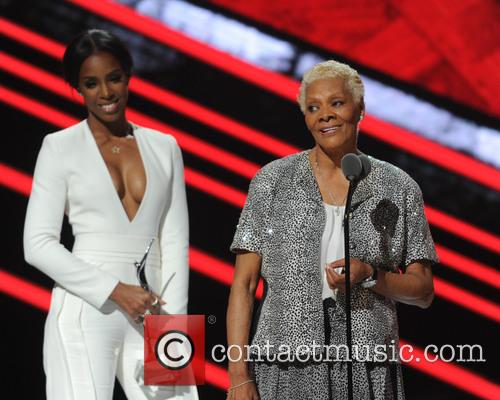 Kelly Rowland and Dionne Warwick 3