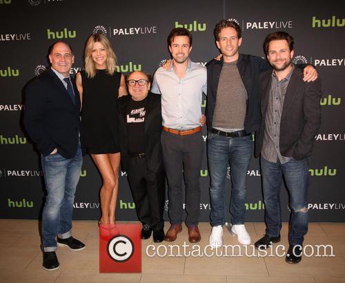 Matthew Weiner, Kaitlin Olson, Danny Devito, Rob Mcelhenney, Glenn Howerton and Charlie Day 1