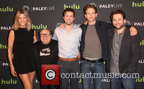 Kaitlin Olson, Danny Devito, Rob Mcelhenney, Glenn Howerton and Charlie Day 3