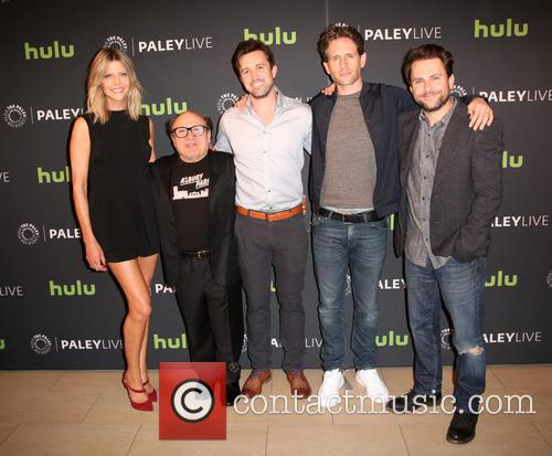 Kaitlin Olson, Danny Devito, Rob Mcelhenney, Glenn Howerton and Charlie Day 4