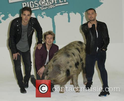 Charlie Simpson, Matt Willis, James Bourne and Sandy The Pig 1