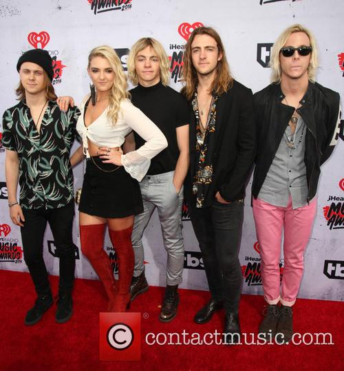 Ellington Ratliff, Rydel Lynch, Ross Lynch, Rocky Lynch, Riker Lynch and R5 2