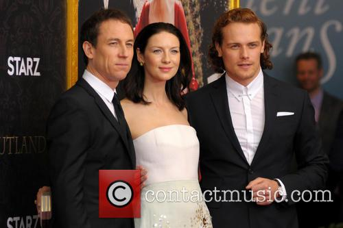 Tobias Menzies, Caitriona Balfe and Sam Heughan 6