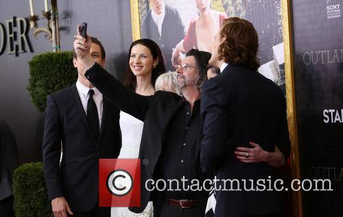 Tobias Menzies, Caitriona Balfe, Terry Dresbach, Ronald D. Moore, Maril Davis and And Sam Heughan 7