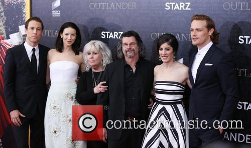 Tobias Menzies, Caitriona Balfe, Terry Dresbach, Ronald D. Moore, Maril Davis and And Sam Heughan 9