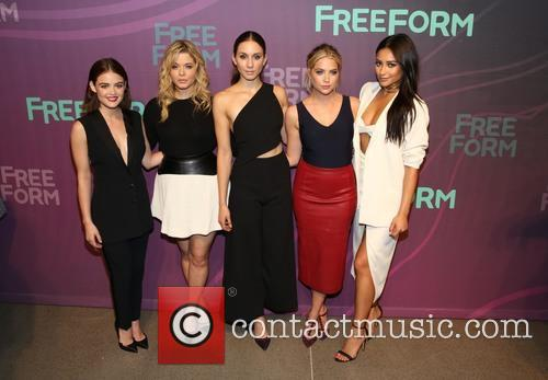 Lucy Hale, Sasha Pieterse, Troian Bellisario, Ashley Benson and Shay Mitchell 4