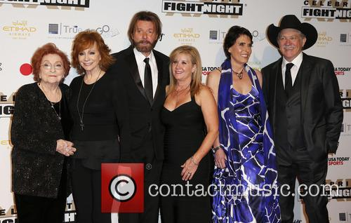 Jacqueline Smith, Reba Mcentire, Ronnie Dunn, Janine Dunn, Barbara Brooks and Kix Brooks 1