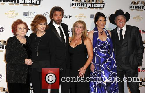 Jacqueline Smith, Reba Mcentire, Ronnie Dunn, Janine Dunn, Barbara Brooks and Kix Brooks 2