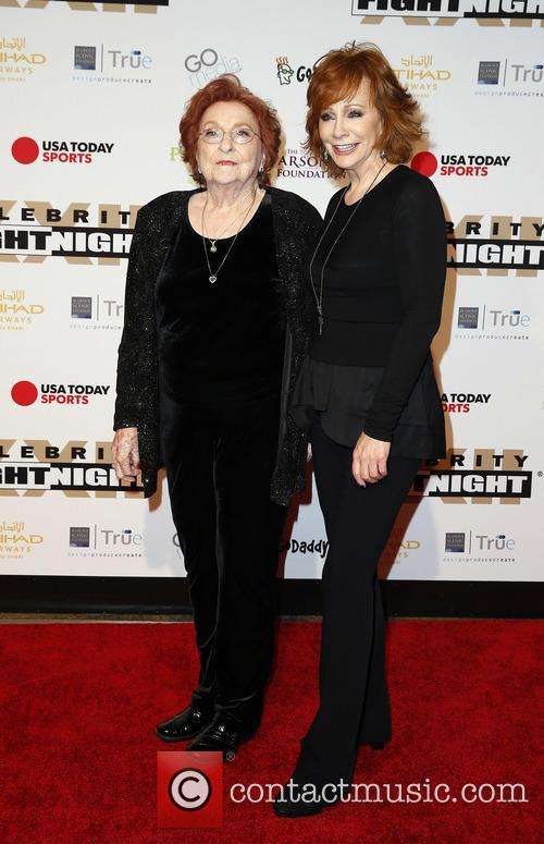 Reba Mcentire and Jacqueline Smith 4