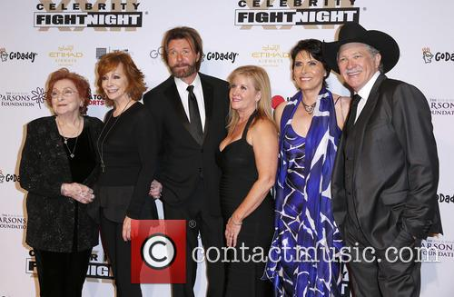 Jacqueline Smith, Reba Mcentire, Ronnie Dunn, Janine Dunn, Barbara Brooks and Kix Brooks 3