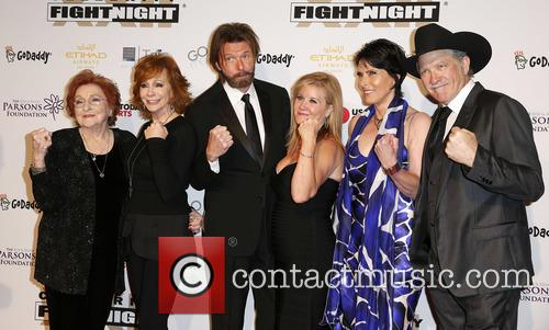 Jacqueline Smith, Reba Mcentire, Ronnie Dunn, Janine Dunn, Barbara Brooks and Kix Brooks 4