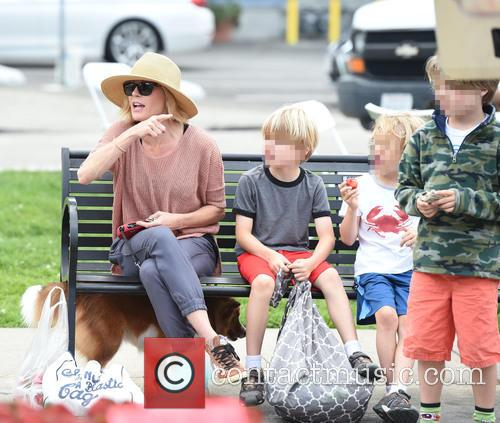 Julie Bowen, Oliver Mclanahan Phillips, John Phillips and Gustav Phillips 11