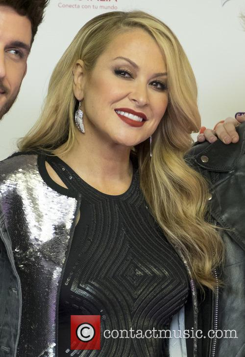 Anastacia performs