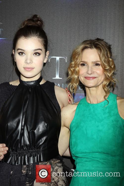 Hailee Steinfeld and Kyra Sedgwick 2
