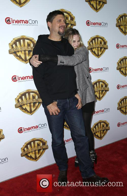 Joel Kinneman and Margot Robbie 5