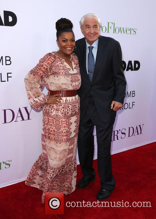 Garry Marshall and Yvette Nicole Brown 2