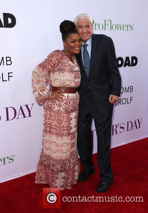 Garry Marshall and Yvette Nicole Brown 3