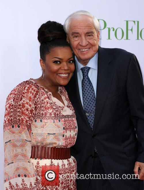 Garry Marshall and Yvette Nicole Brown 4