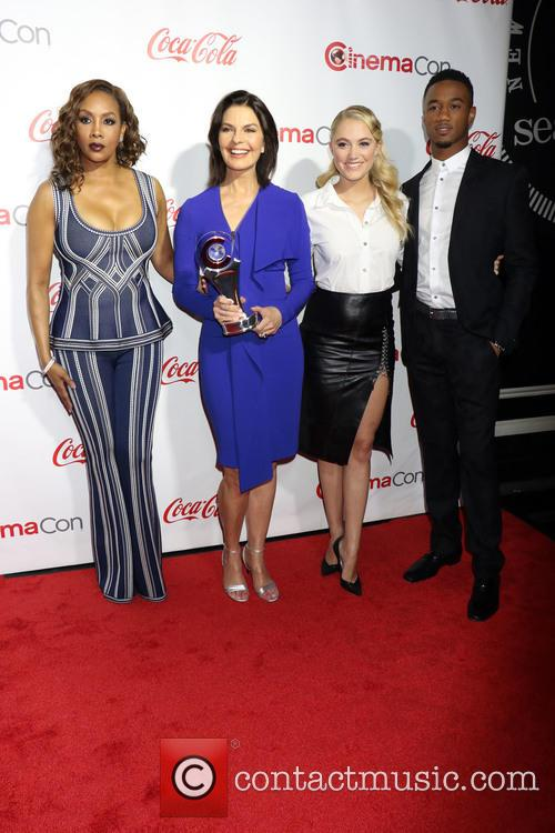 Vivica A. Fox, Sela Ward, Maika Monroe and Jessie Usher 4